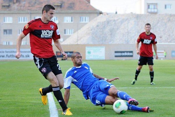 Dionatan Teixeira (vpravo) ešte počas pôsobenia v FK Dukla Banská Bystrica.