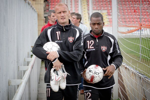 Miroslav Karhan (vľavo) začal sezónu ako hráč, dnes je už športovým riaditeľom trnavského Spartaka.