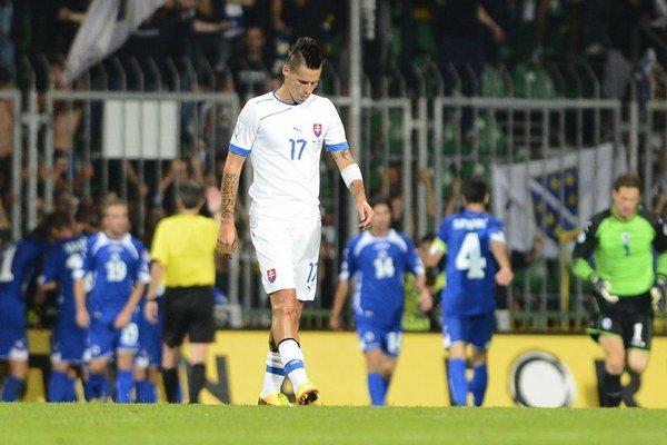 Na snímke v popredí smutný Marek Hamšík po inkasovanom góle na 1:2.