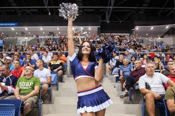 Hokejisti Slovana sa prvýkrát v novej sezóne KHL predstavia dnes na vlastnom štadióne.