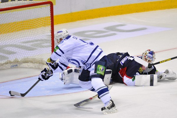 Maxim Solovjov v 48. minúte prekonal brankára Slovana  Jaroslava Janusa.