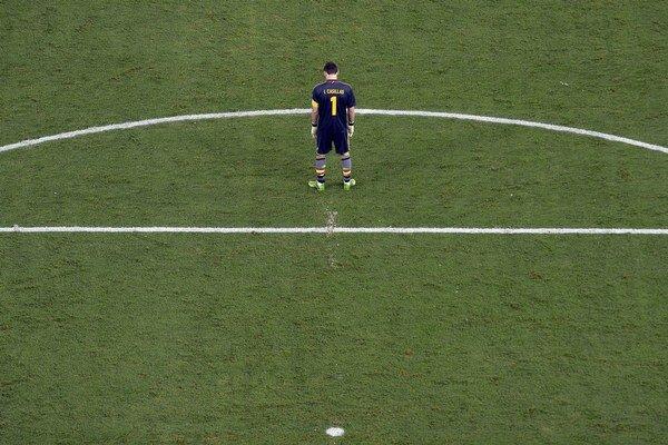 Brankár Španielov Iker Casillas počas finále, v ktorom dostal trojku.