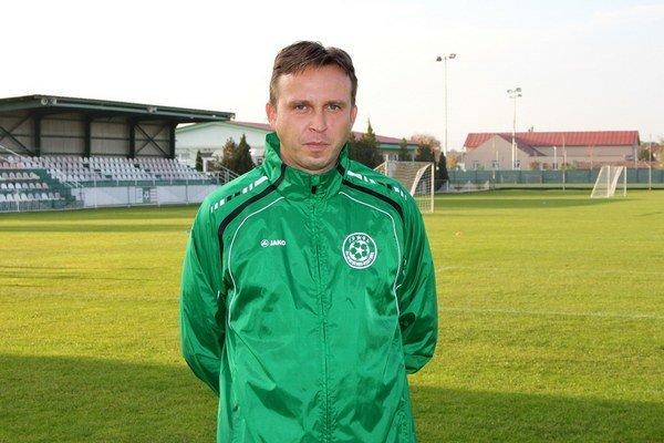 Andrej Štellár (na fotke) nahradil na trénerskej lavičke Mariána Tibenského.