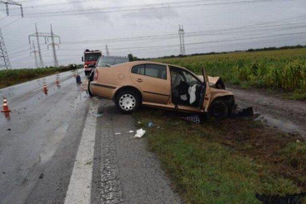 Spolujazdkyňa z tohto auta zomrela na následky vážnych zranení v trnavskej nemocnici v utorok večer.