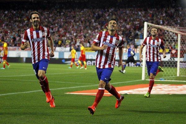 David Villa oslavuje gól.