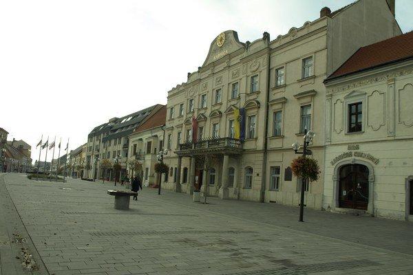 Na trnavskej radnici bude sedieť aktivista Peter Bročka.