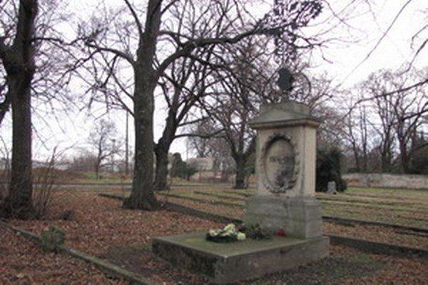 Talian Pasqual Franze je pochovaný na cintoríne na Nitrianskej ceste.