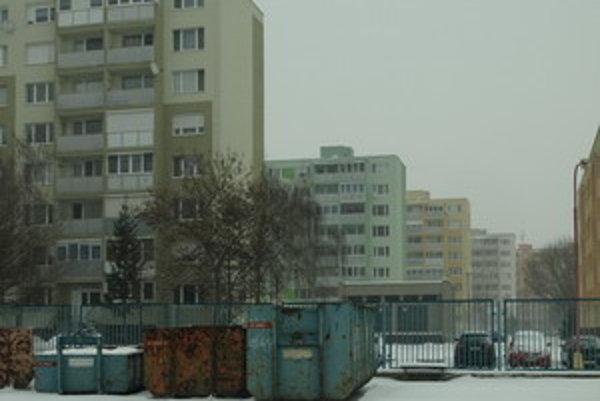 Výkup na Golianovej. Polovicu areálu si mesto prenajalo za symbolické jedno euro. Malo by tam vzniknúť 22 nových parkovacích miest.