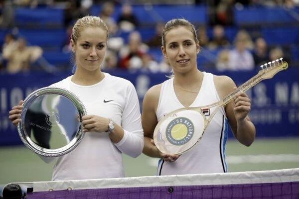 Marina Erakovicová (vpravo) a Sabine Lisicka (vľavo).