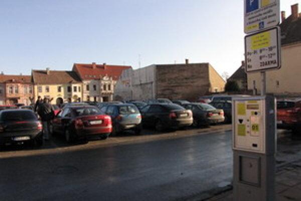 Od 1. októbra sa bude v centre platiť za parkovanie 50 centov na hodinu.