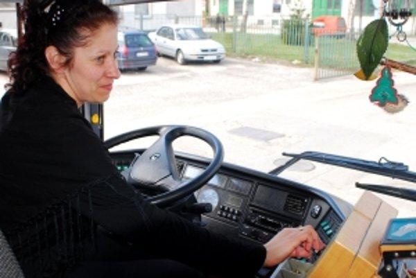 Žien za volantom autobusov pribúda.