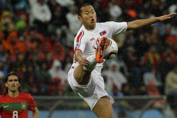 Jong obliekal dres KĽDR na svetovom šampionáte v roku 2010.