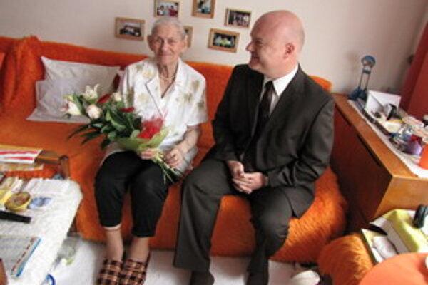 Storočnej Helene prišiel zablahoželať aj viceprimátor Bystrík Stanko.