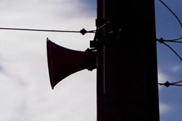 Nebolo to prvýkrát, čo sirény vyrušili ľudí v iný než skúšobný čas.