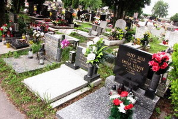 Ku krádeži došlo na cintoríne na Kamennej ceste.