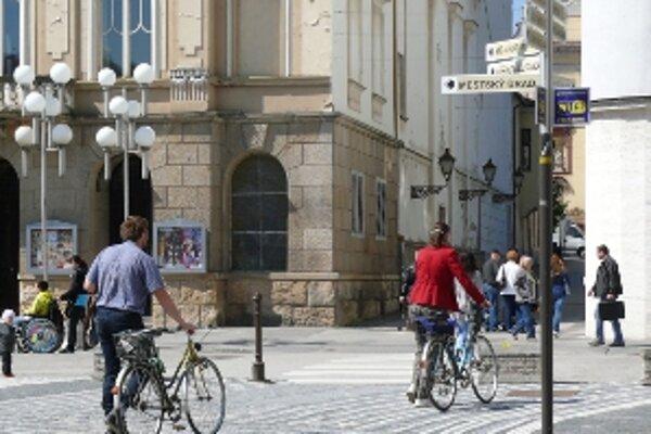 Na bicykloch chodia do práce, kostola i na nákupy.