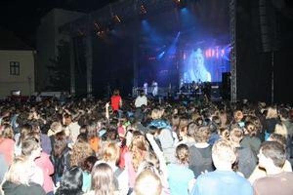 Gospelové kapely zaplnili Trojičné námestie v Trnave.