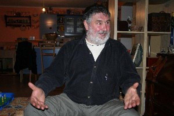 František Škorík začne od mája opäť prevážať ľudí cez Váh.