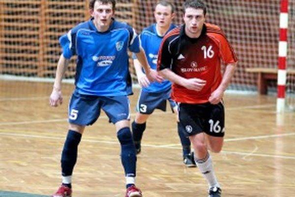 Marek Mišík (vľavo( v drese Dubnice.