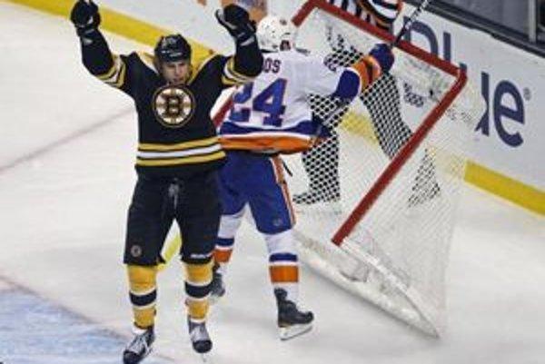 Hokejisti Bostonu sa pomaly dostávajú z posledného miesta vo Východnej konferencii.