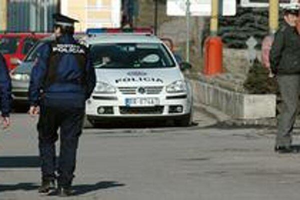 Incident oznámila mestskej polícii matka napadnutého muža.