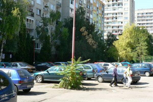 Na Linčianskej pribudnú nové parkovacie miesta.