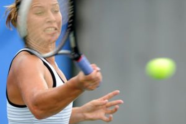 Cibulková sa odhlásila pre zranenie rebra.