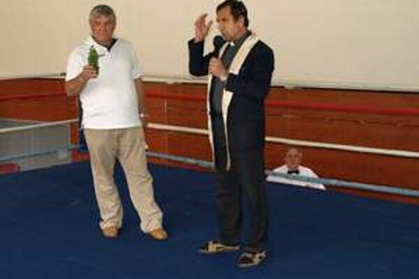 Kňaz Rudolf Németh obľubuje box. Kedysi zápasil v ringu.