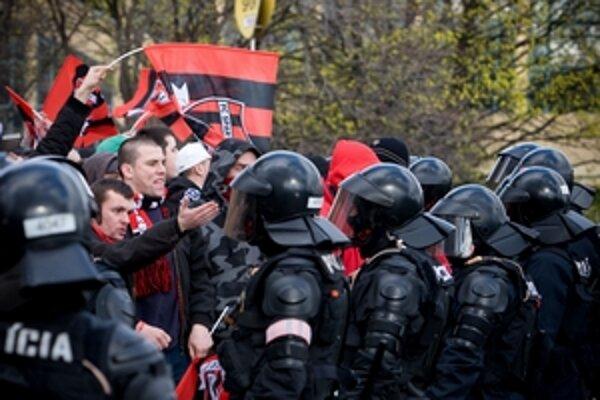 Polícia musela zasahovať na nedeľňajšom zápase v Trnave.