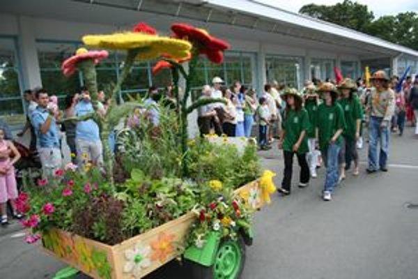 Slávnostný sprievod mestom prilákal minulý rok množstvo divákov.