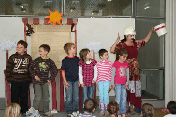 Do divadelného predstavenia aktívne vstúpili aj detskí diváci.