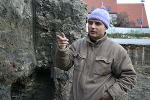 Jozef Urminský, archeológ a riaditeľ Vlastivedného múzea v Hlohovci.