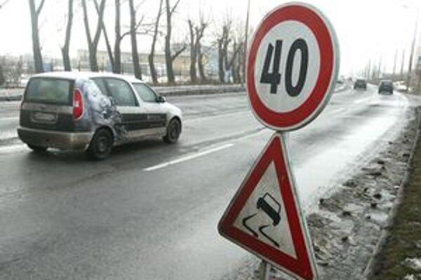 Policajný zbor sleduje trasy, na ktorých je znížená povolená rýchlosť a vyhodnocuje ich opodstatnenosť.