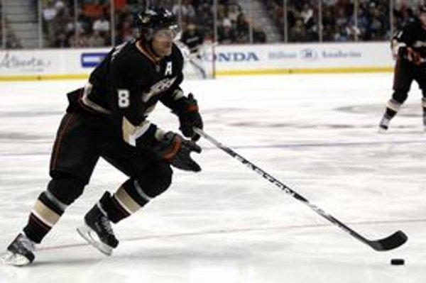 Teemu Selänne oslávi v júni 41 rokov, stále však patrí medzi najlepších útočníkov NHL.
