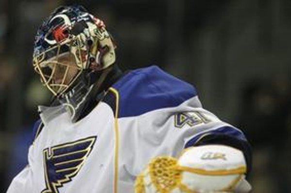 Jaroslav Halák prežíva v St. Louis zlé obdobie. V posledných dvoch zápasoch dostal trinásť gólov.