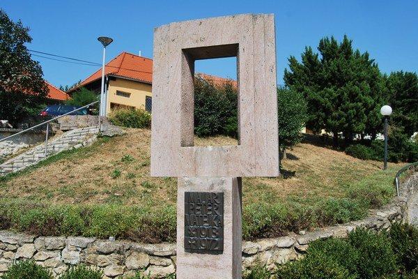 Pamätník bez busty.
