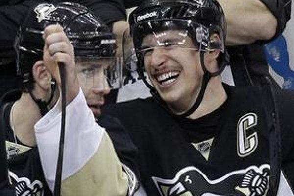 Sidney Crosby (vpravo) a Pascal Dupuis.