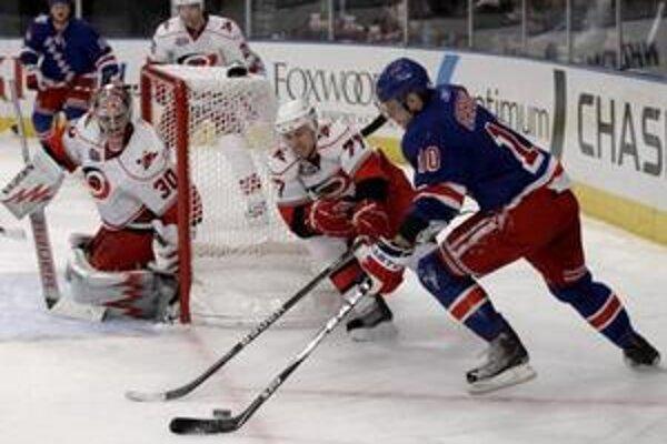 Marián Gáborík sa bodovo nepresadil v zápase Rangers proti Caroline, ale jeho tím vyhral 2:1.