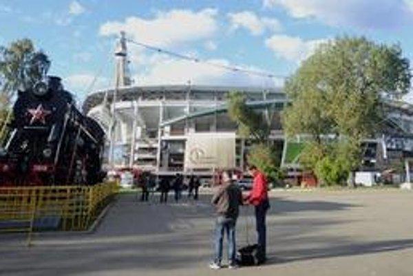 Štadión Lokomotiv Moskva, kde v utorok odohrá slovenská futbalová reprezentácia svoj druhý zápas v kvalifikačnej B-skupine EURO 2012 proti domácemu výberu Ruska.