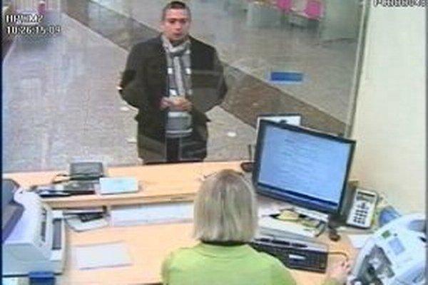 Policajti hľadajú tohto muža.