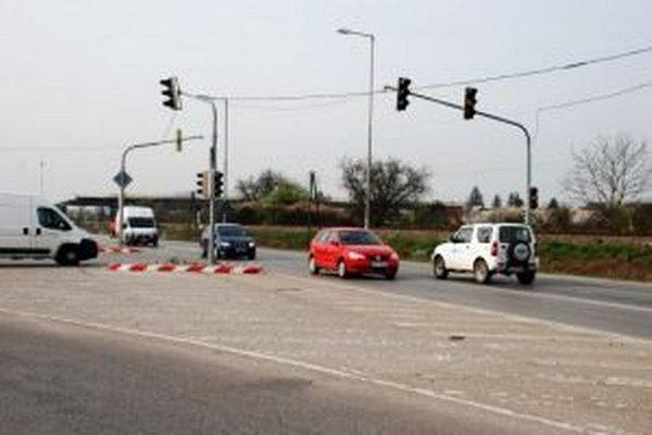 V sobotu 12. apríla na križovatke odpoja a demontujú svetelnú signalizáciu, ktorá tam bola osadená v roku 2010