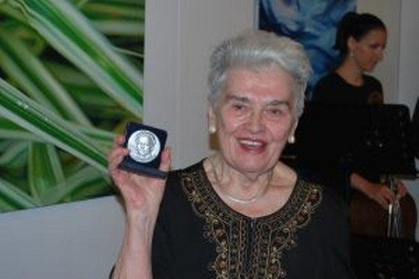 Eva Kristinová Herečka si z novomestskej pôdy odniesla cenu Kvet Tálie.