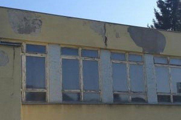 Budova školy je v havarijnom stave.