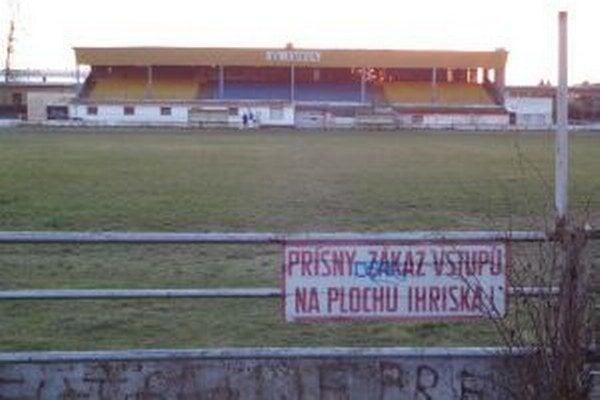 Štadión Ozety využíva len klub AS Trenčín.