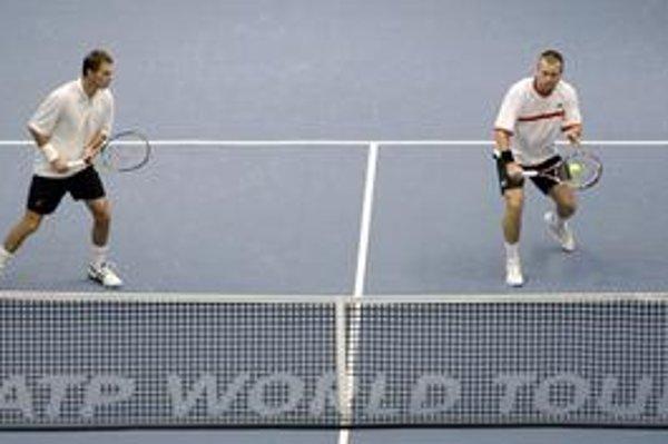 Slovenský tenista Michal Mertiňák (vpravo) a Čech František Čermák.