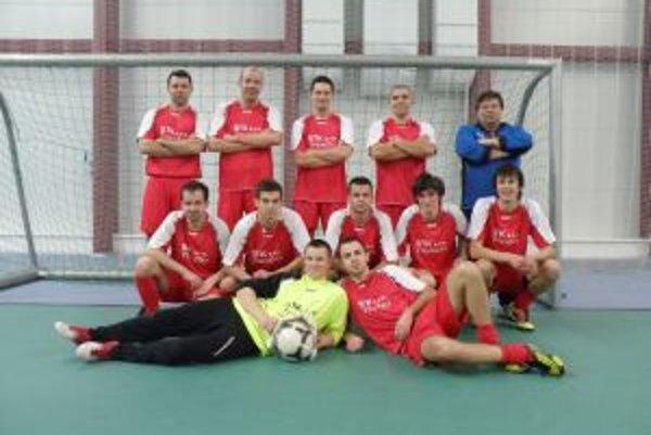 Víťazné mužstvo z Čachtíc.