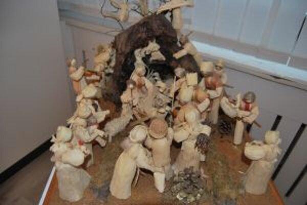 Unikátny betlehem z kukuričného šúpolia vytvorila Mária Karolová