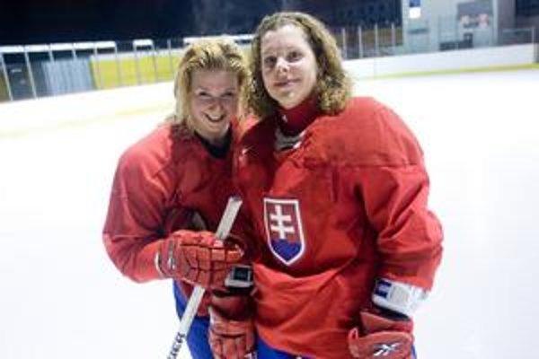 Dve profesionálky v slovenskej reprezentácii. Petra Pravlíková (vľavo) je spoluhráčkou  skúsenejšej Jany Kapustovej v útoku Tornada Moskovská oblasť, sídliaceho v mestečku Dmitrov sto kilometrov od Moskvy.