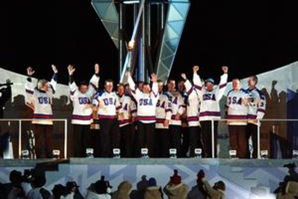 Oheň  v Salt Lake City 2002 zapálil spoločne tím amerických hokejistov z roku 1980. Výber univerzitných a mladých hráčov nečakane získal zlato. V kľúčovom dueli zdolal Rusko 4:3.