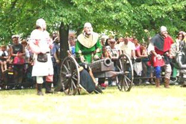 Na slávnostiach predviedli bitku z obdobia 14. storočia